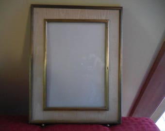 Vintage 1940s to 1950s Retro Decor Gold Tone Ball Feet Double Metal Self Standing Picture/Photo Frame Vertical Beige Fabric