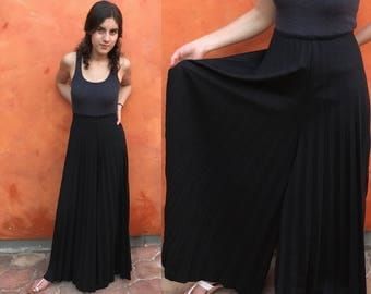 Vintage 1970s black Accordion pleated Palazzo Pants. Revival gypsy boho festival Medium Large XL