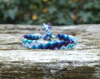 Blue friendship bracelet, zigzag pattern, lightning bolt bracelet, unisex bracelet, mens bracelet (ready to ship)