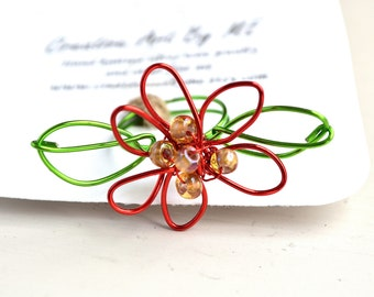 Poinsettia Holiday Christmas Wire Ring