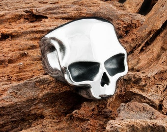 Mens 925 Sterling Silver Highwayman Skull Ring with a heavy oxidisation and Dogstone text on the inside of this Chunky Band