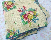Beautiful Antique Quilt / Floral Bouquet Printed Quilt / Twin Quilt / Red Roses / Pink / Yellow / Twin Bedspread / Girls Bedding / Blanket