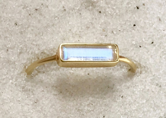 Blue moonstone horizon rung in solid 18k gold
