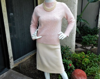 Vintage 1960's The Broadway Pink Wool/Angora Blend Pullover Sweater - Size Medium