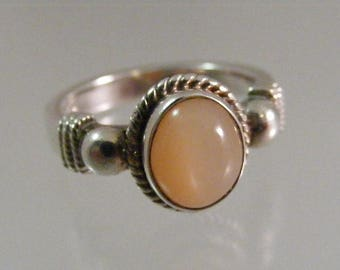 Vintage  Peach Moonstone Sterling Silver Ring.....  Lot 5290