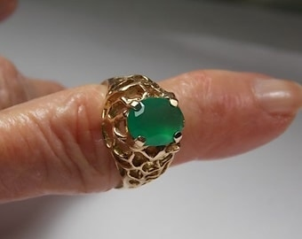 1970s Green Tourmaline Ring 2.30Cts Yellow Gold 9K 6.8gm Size 7.25 Statement Ring