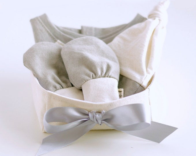 Organic Baby Gift Basket with Bodysuit, Knotted Beanie Hat and No Scratch Mittens / Gender Neutral Gift / Baby Shower Gift / Unisex