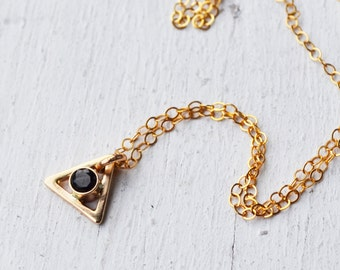 14K Gold Black Gemstone Triangle Necklace, Delicate Gold Stone Necklace, Geometric Necklace, Gemstone Necklace, Gold Necklace