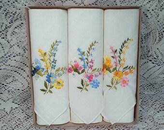 Vintage 3 Ladies Hankies in Original Box Never Used Embroidered Flowers