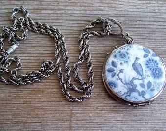 Vintage Goldette Blue White Bird Locket, Magnifying Locket, Floral Peacock Transferware, Reversible Pendant Necklace, Goldette Locket