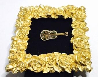 Vintage Damascene Violin Brooch, Gold Tone, Musician, Collectors Brooch, Item No. B290