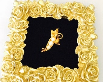 Vintage unisex lapel, Faux Pearl, leaves design, Gold Tone, Clearance Sale, Item No. B285