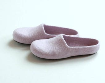 Women house shoes - light lila felted wool slippers - Mothers day gift - gift for her - felt womens slippers - wool slippers - house shoes