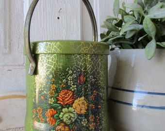 Vintage tin can with lid and handle  decorative Daher Long island N.Y. Made in England