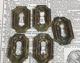 Vintage ornate escutcheon plate - keyhole - antique brass pendant charm