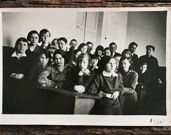 Original Vintage Photograph The Crowded Classroom