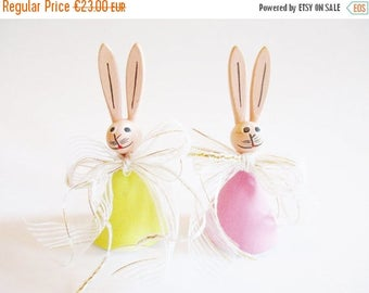 SPRING SALE - Set of 2 Lovely German DDR Vintage Easter Erzgebirge Wood Bunnies with Bows, made in the 70s