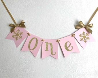 Winter Wonderland BirthdayHigh Chair Banner in Pink and Gold Glitter. Gold Glitter Snowflake. Winter ONEderland Party. 1st Birthday Decor