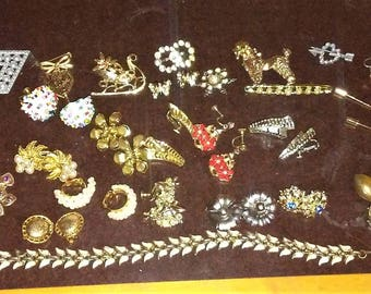 huge lot vintage costume jewelry earrings pins brooches necklace pendants choker and more