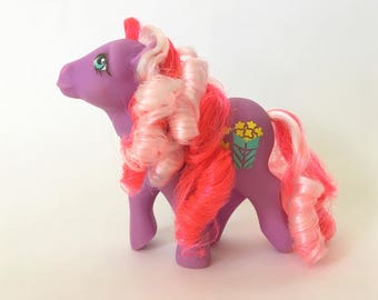 Vintage My Little Pony Caramel Crunch G1 Candy Cane , Year 7 Hasbro Toys of the Eighties, 1980s MLP, Scented Purple Earth Pony Curly Hair