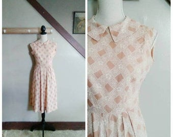 20% OFF / The Cottage Gate 1950s Beige & Cream Sheer Lattice/Lace Print Dress with Peter Pan Collar Detail