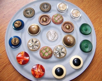 "Lot of 20 Vintage Fancy Plastic Shank Buttons 7/8"" Sets of 2"