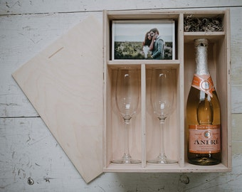 Champagne and print box with enough space for 4x6 prints and usb drive (2 champagne glasses included in the box)