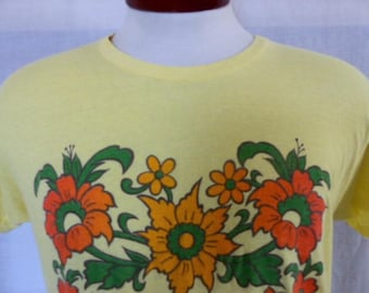vintage 70's 80's Hawaii yellow graphic t-shirt green orange yellow gradient abstract flower logo print tourist travel souvenir crew medium