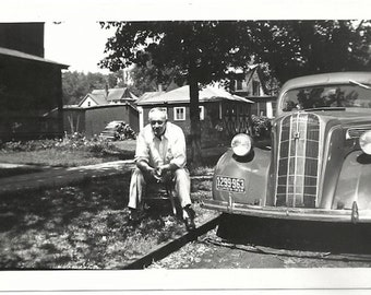 Old Photo Man sitting next to Car Illinois Plate 1930s Photograph Snapshot vintage Automobile