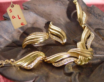 """Avon """"Undeniable"""" necklace and clip earring set  gold tone - vintage 1993"""