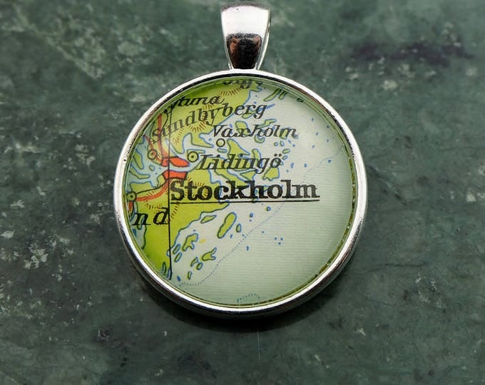 NECKLACE or KEYCHAIN, Sweden, STOCKHOLM, Pendant, Ø 1 inch, nickle free steel, Cabochon, Glass, Atlas, Vintage, Jewelry