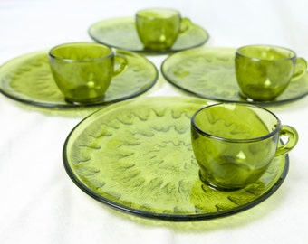 Vintage Indian Glass Sunburst snack set...Olive snack set...green plates or trays and cups...NIB...in original box.