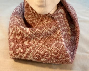 Reversible Cowl with Scandinavian patterns