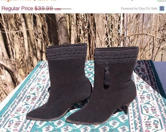"""SALE 1960's """"SNO-STEPS""""Pointy toe, women Winter boots, tassel Made in Canada size stated 6.5 better suited for a women 5-5.5 Us current size"""