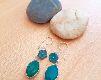 Green stone Earring, Green earring, lamp work earring, Gemstone earring, Women earring, Green bead earring, Dangle earring, Handmade earring