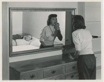 Vintage Snapshot Photo: MakeUp, c1950s (73556)
