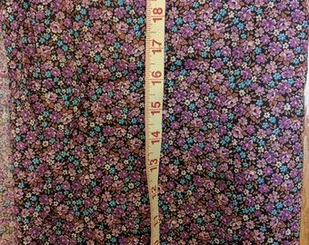 "Vintage Fabric Purple and Blue Flowers Cotton Blend 42 "" x 28 "" Retro Craft Tb3"
