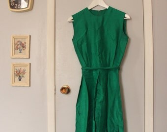 1950s emerald green sleeveless silk dress