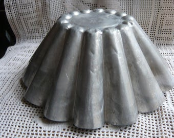 Large brioche mold vintage french tin fluted cake pan vintage aluminium baking pan aluminum brioche mold scalloped baking tin  french pastry