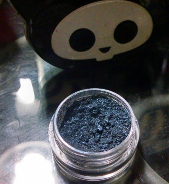 NeverMore-Tisha - vegan blue-black eyeshadow