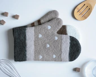 Felted Kitchen Mittens - Gift for Cookers - Chefs Tool - Oven Mitts - Potholders - Farmhouse Kitchen Decor - Mothers Day Gift