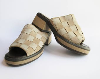 Retro Women's Leather Mules / Sandals. HUSH PUPPIES sz 6.5M Woven Suede Leather Slides/ Mules.