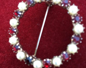 Antique pin with garnets and pearls
