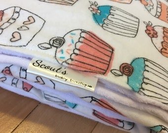Baby Blanket - Receiving Blanket - Toddler Blanket - Minky and Flannel - Coral Cupcakes