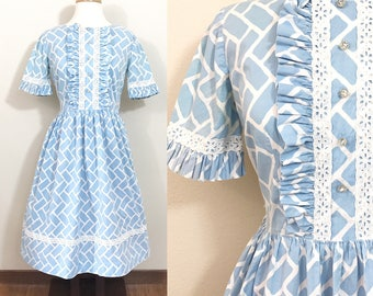 1950s Vintage Dress / vintage 50s dress / Cotton / Rhinestone buttons / Ruffles / VOLUP