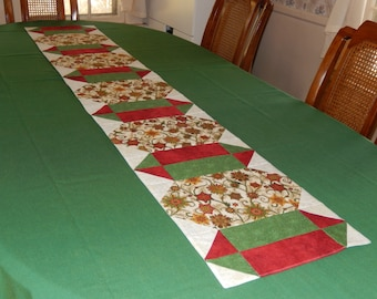 Flowering Snowflakes Table Runner