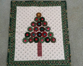 Christmas Yo-Yo Tree Wallhanging Handmade Holiday Decor Civil War Reproduction Fabrics.