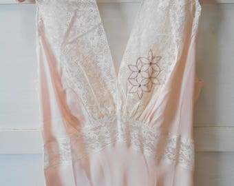Lovely 1940's Pale Peach and Delicate Lace Nightgown - Size 34- Never Worn