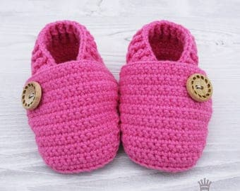 Soft sole baby shoes Crochet baby shoes Baby girl shoes Baby girl gift baby girl slippers Newborn girl Pink baby booties Pink crochet shoes