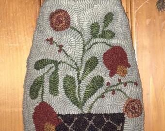 Spring Tulip hanging pocket rug hooking pattern